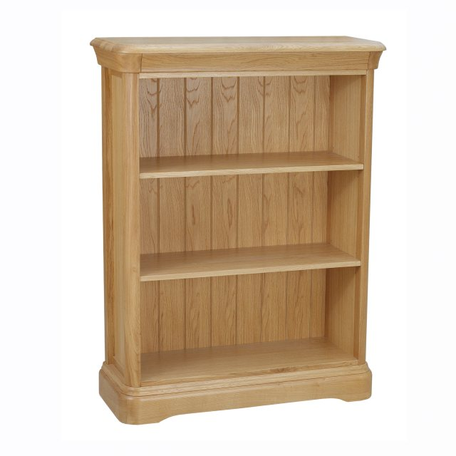 The Lamont small bookcase is beautifully crafted from solid oak and oak veneer.